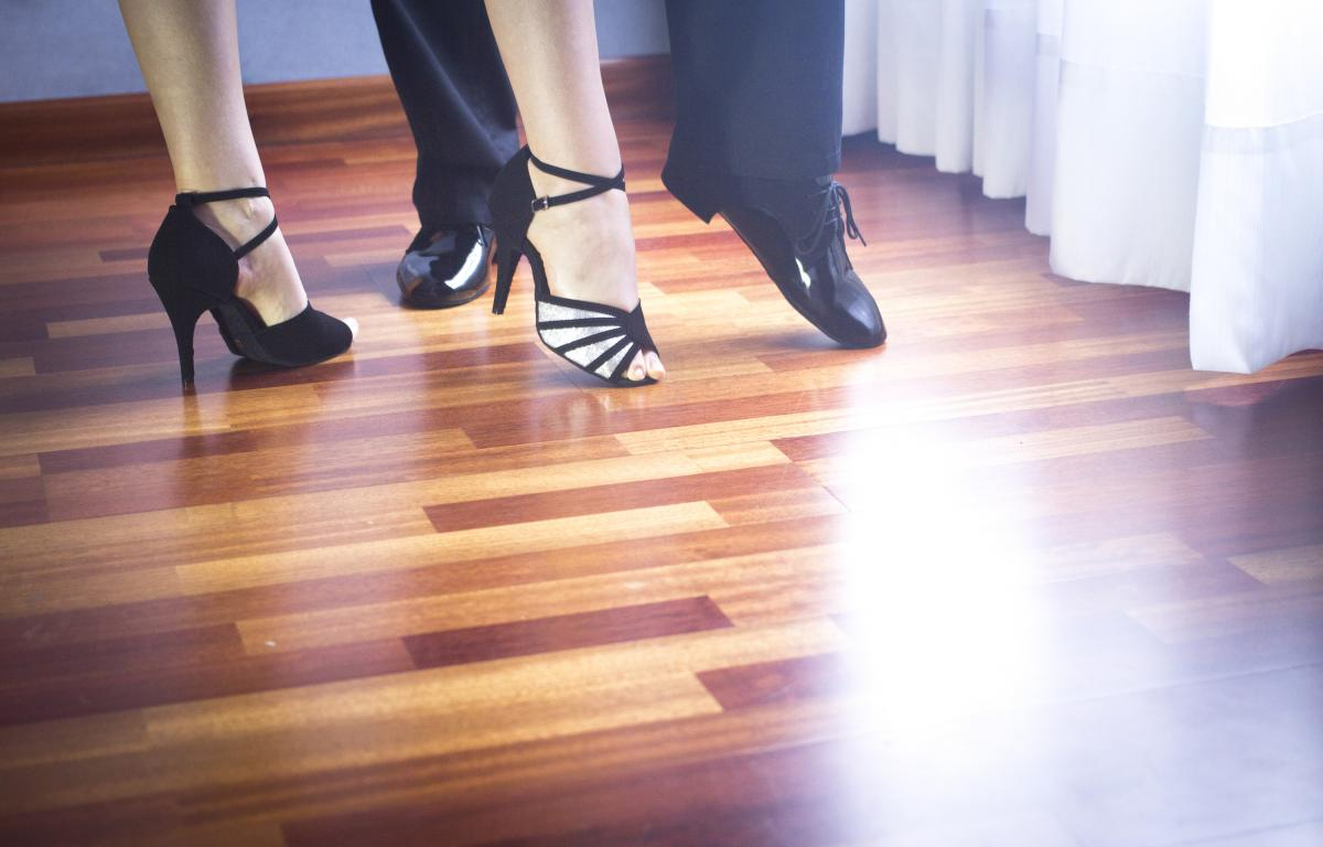 Beginning Dancers learn Tango