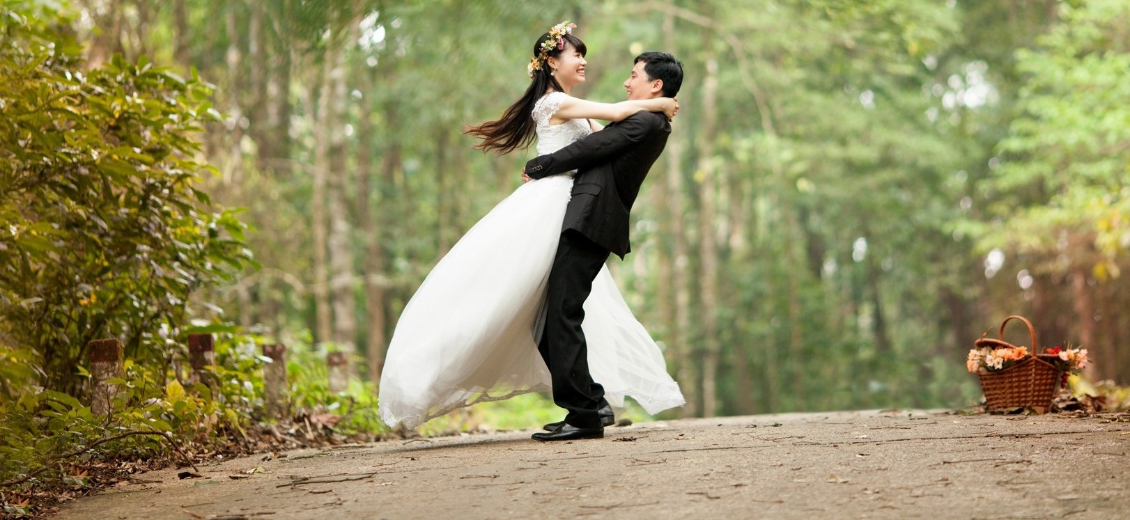 Professional Wedding Dance and Ballroom Group Lessons and Private Classes